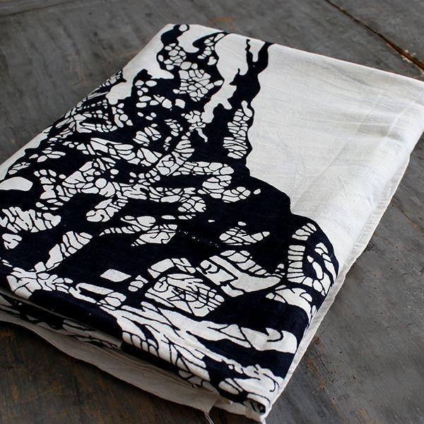 tissu mural d coratif dikke houten balken. Black Bedroom Furniture Sets. Home Design Ideas