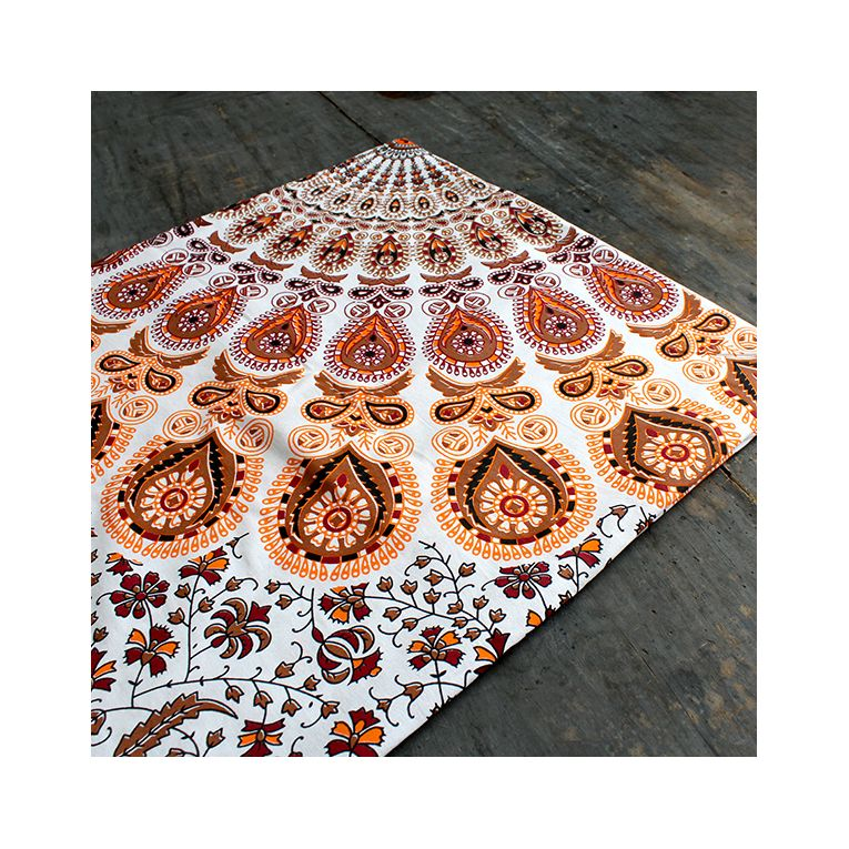 Tenture murale mandala indien tissu coloris orange par for Decoration murale mandala