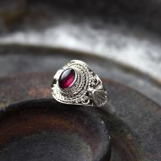 Indian silver and garnet stone ring S6.5