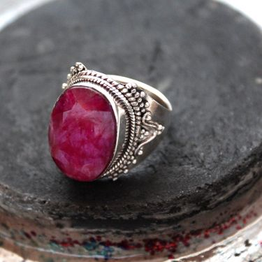Indian silver and red corundum stone ring S8.5