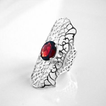 Indian silver ring and garnet T59