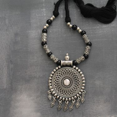 Indian tribal metal and cotton necklace round