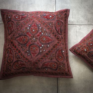 Indian cushion cover embroidered maroon L40