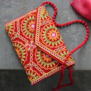 Pochette indienne artisanale Kuch velours rouge