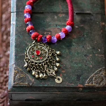 Indian metal and coton antique necklace red and purple