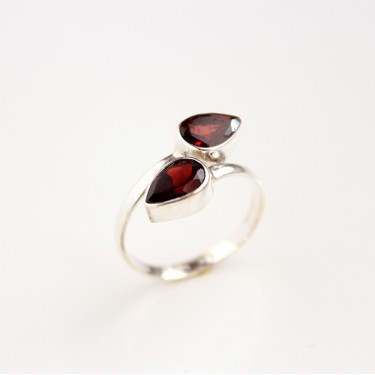 Indian silver ring with garnet T61