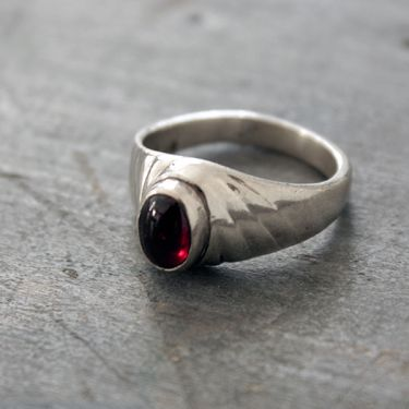 Indian silver ring with garnet