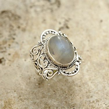 Silver and moonstone Indian ring S7.5