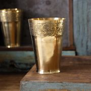 Verre indien traditionnel en laiton